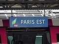 Panneau de la gare de Paris Est sur un quai.jpg