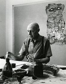 Jean Dubuffet nel suo studio a Vence fotografato da Paolo Monti nel 1960 (Fondo Paolo Monti, BEIC)
