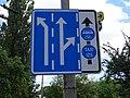 Pardubice, Sukova třída, značka řazení v jízdních pruzích a vyhrazeného pruhu (01).jpg