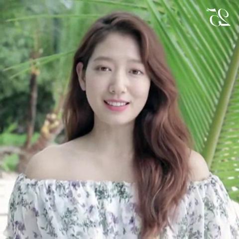 Park Shin-hye para Marie Claire Korea -마리25주년 스타들의 축하 릴레이 - 박신혜 01