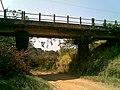 Pequeno viaduto sobre o antigo traçado Itu-Mairinque da Estrada de Ferro Sorocabana - EFS na Variante Boa Vista-Guaianã km 182 em Itu - panoramio - zardeto.jpg