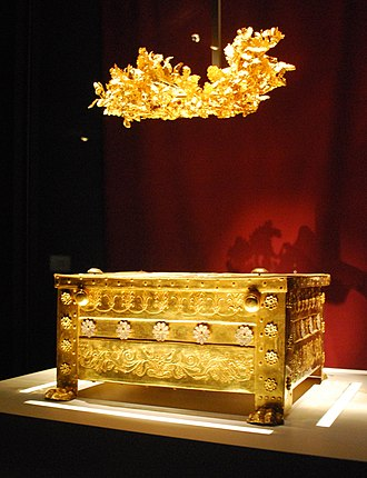 Vergina - The golden larnax and the golden grave crown of Philip.