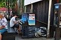 Piano public Rue St Catherine Ouest Montréal 2017 c small.jpg