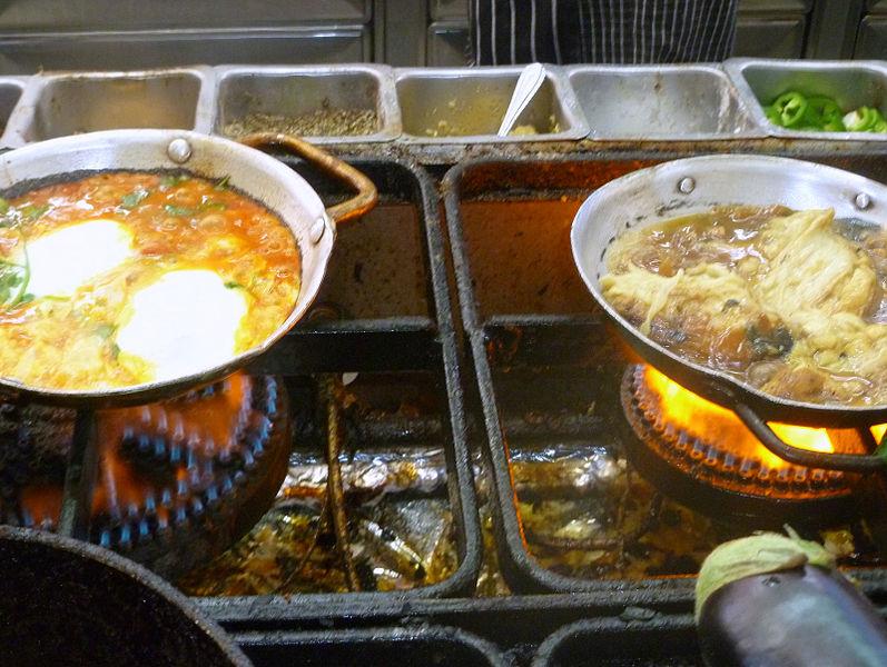 בישול על פתיליות בשוק הכרמל תל אביב