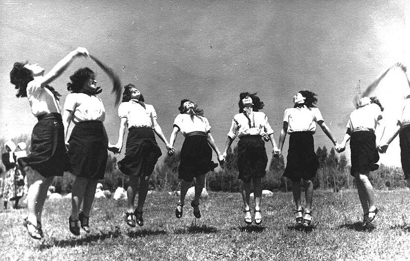 בכנס המחולות בדליה 1945-50