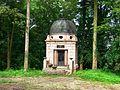 Pohnstorf bei Teterow Mausoleum Wessel (2).jpg