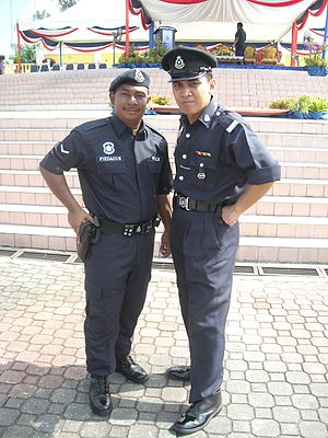 Law enforcement in Malaysia - The police officers at Johor Bahru Square, Johore Bahru wearing different uniforms.