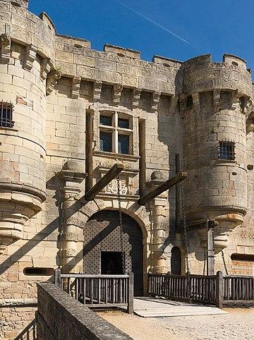 Pont-levis Château de Hautefort 5.jpg