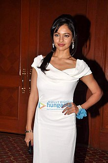 Pooja Kumar at Promotions of 'Vishwaroop' with Videocon (08).jpg