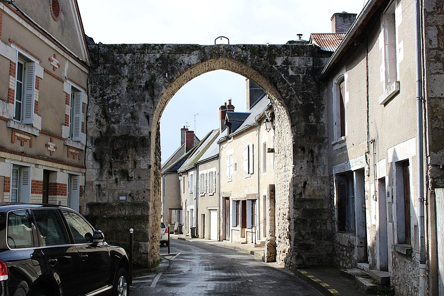 Gate of Les Montils, usually called Vieux Porche.