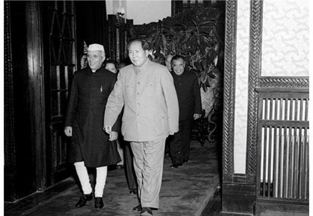 Джавахарлал Неру с Председателем КНР Мао Цзэдуном.