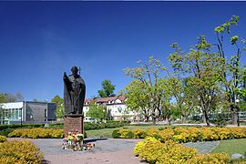 Pulawy-poland-john-paul-2-monument.jpg