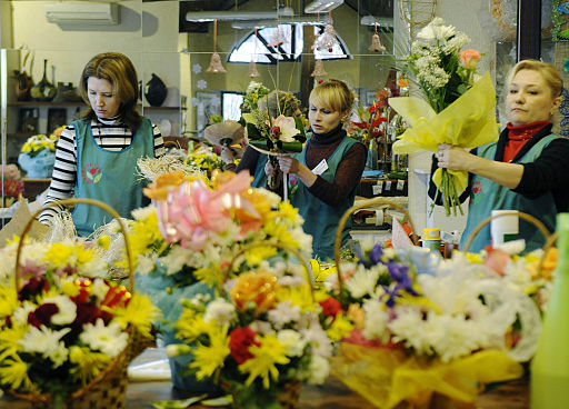 RIAN archive 378366 Flowers on sale before Women's Day