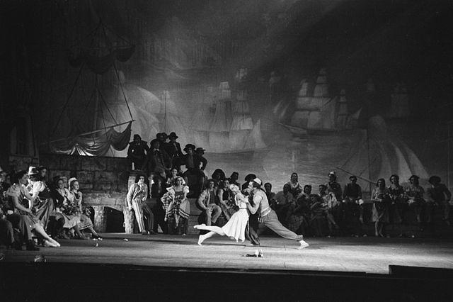 Сцена из балета В.М.Юровского «Алые паруса». Большой театр, 5 декабря 1943г. Ассоль— Ольга Лепешинская.