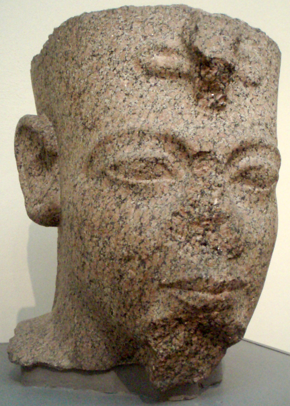 Tête d'une statue de Ramsès III.