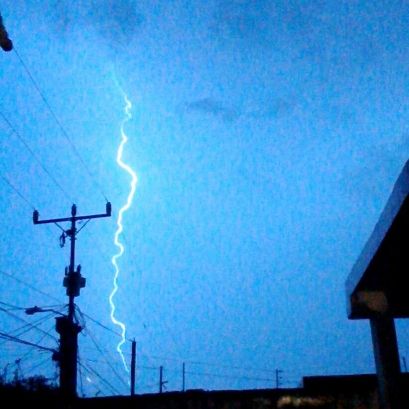 Rayo cielo a tierra en Maracaibo-Venezuela