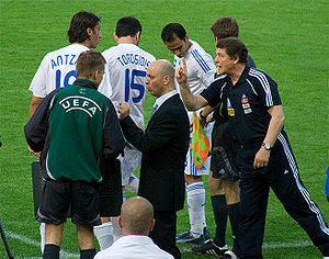 Otto Rehhagel - Otto Rehhagel giving instructions to players of the Greece national football team before the changes.