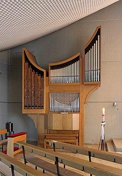 Reiskirchen Auferstehungskirche Innen Orgel 01.JPG