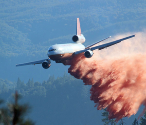 DC-10 Air Tanker - Tanker 910 fighting the Rim Fire, August 2013