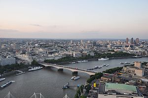 River Thames and Waterloo Bridge, London-17Aug2009.jpg