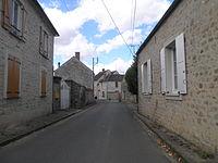 Rue principale de Noisy-sur-École.JPG
