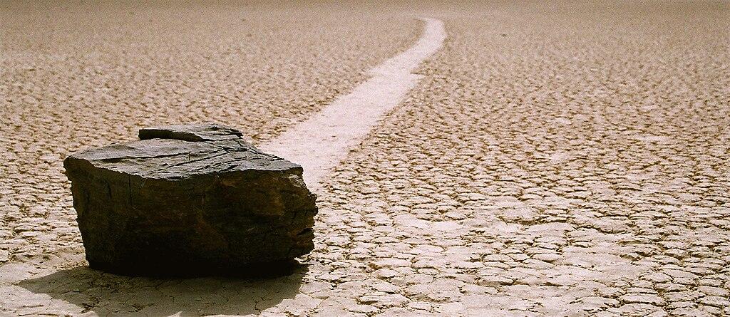 utekajúce kamene na Racetrack playa