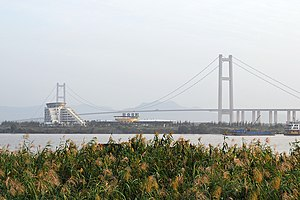 The Amazing Race: China Rush 1 - Teams visited Runyang Bridge in this leg of the race.