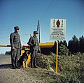Russisch-finse grens. Grenswachtpatrioulles bij slagboom, Bestanddeelnr 254-7427.jpg