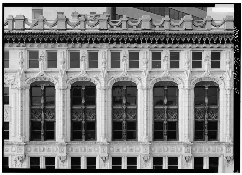 SOUTH ELEVATION, VIEW OF TOP STORIES, TAKEN FROM ROOF TOP ACROSS STREET, CLOSER VIEW - Palmetto Building, 1400 Main Street at Washington Street, Columbia, Richland County, SC HABS SC,40-COLUM,17-5
