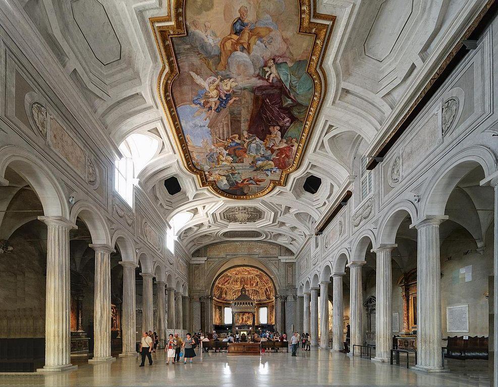 Nave de la basilique de Saint-Pierre-aux-Liens à Rome. Photo de Rabanus Flavus