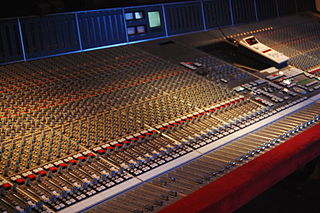 Mixing console electronic device for combining sounds of many different audio signals