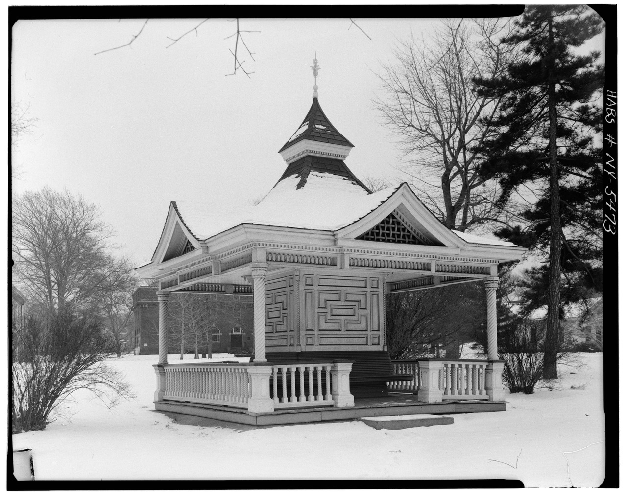 File sailors 39 snug harbor bandstand richmond terrace for 18 richmond terrace