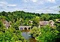 Saint-Cénéri-le-Gérai Blick von der Kirchterrasse auf die Sarthe & den Vieux-Pont 3.jpg