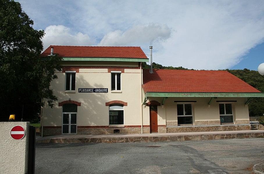 Saint-Geniès-de-Varensal (Hérault) - ancienne gare de la ligne disparue Plaisance - Bédarieux. Cette ligne servait à transporter le charbon des mines de Saint-Geniès.