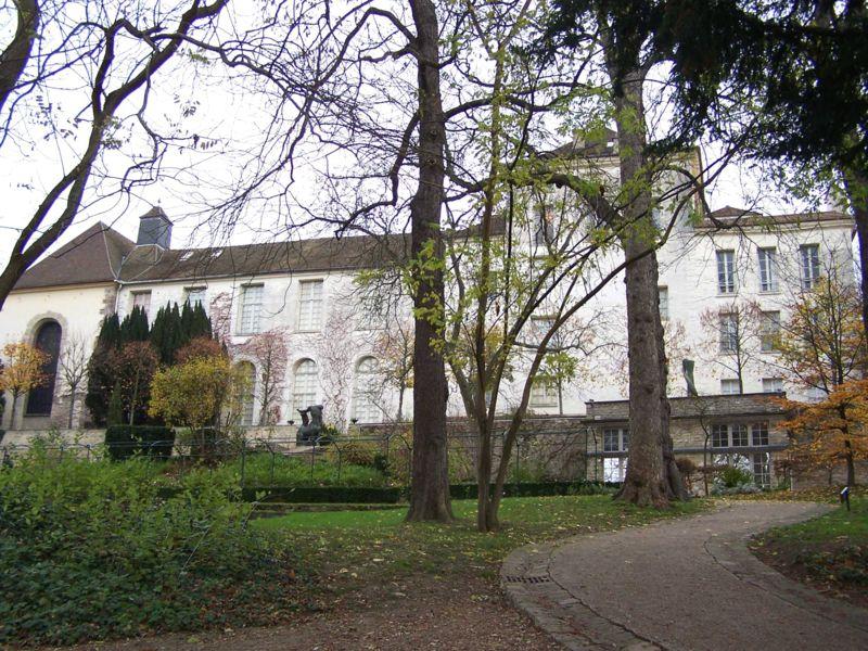Fichier:Saint-Germain-en-Laye Prieuré.jpg