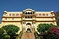 Samode Palace main entrance stairs - panoramio.jpg