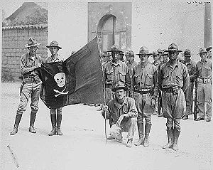 English: US Marines with the captured flag of ...