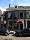 foto van Herenhuis met lijstgevel en eenvoudige deuromlijsting met hoofdgestel