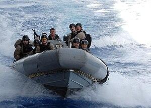 複合艇's relation image