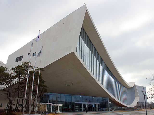 https://upload.wikimedia.org/wikipedia/commons/thumb/e/e4/Sejong_National_Library.jpg/640px-Sejong_National_Library.jpg