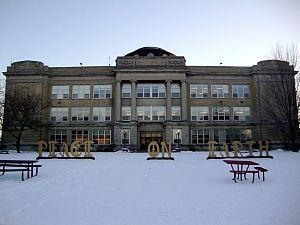 Shorewood High School (Wisconsin) - Image: Shorewood High School Photo Winter
