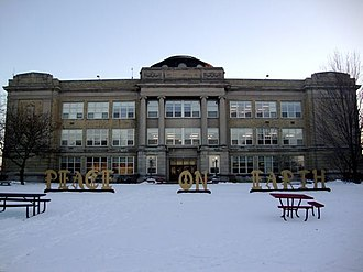 Shorewood High School (Wisconsin) - Image: Shorewood High School Photo Winter