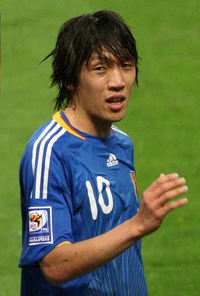 Nakamura playing for Japan in 2008