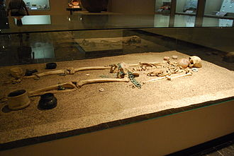 Chiapa de Corzo (Mesoamerican site) - Skeleton from Mound 5 on display at the Regional Museum of Anthropology and History of Chiapas.