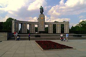 Soviet War Memorial (Tiergarten) - Front of the Soviet War Memorial in Tiergarten