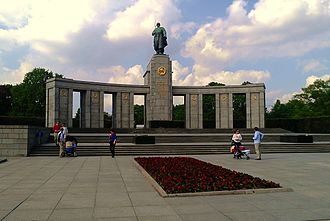 Soviet War Memorial (Tiergarten) - Front of the Soviet War Memorial in Tiergarten