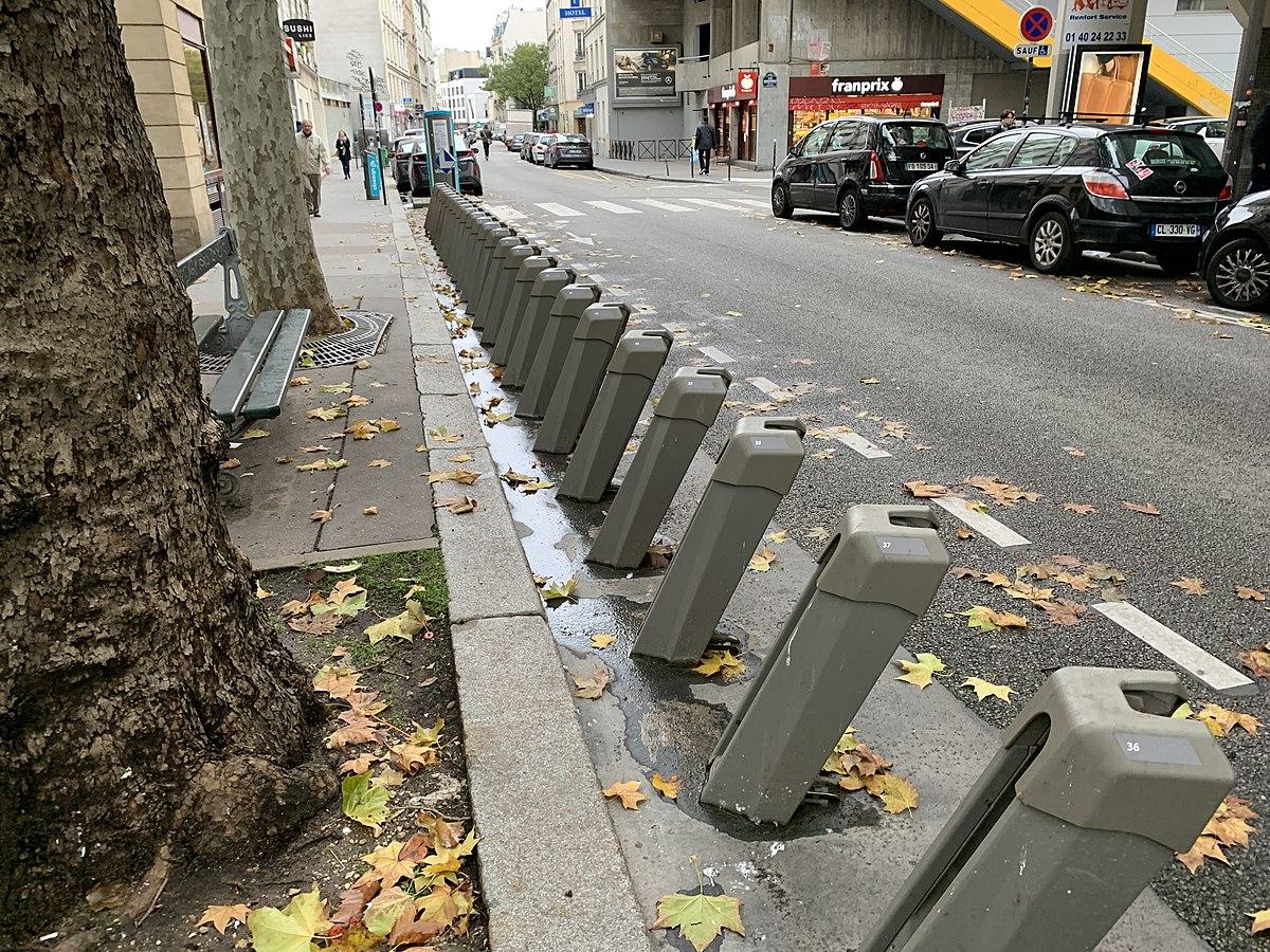 File Station Velib Rue Leon Frot Paris 1 Jpg Wikimedia Commons