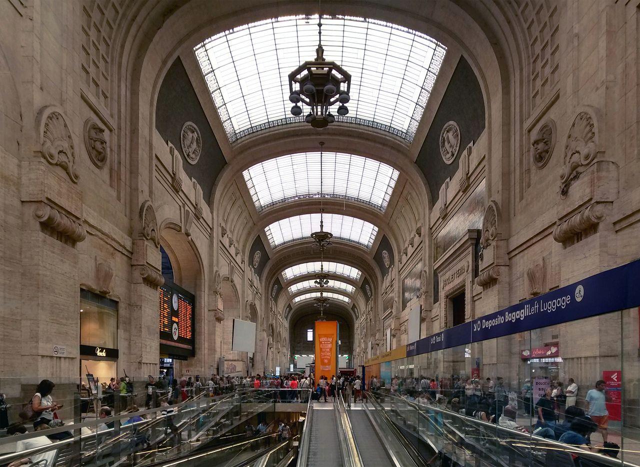 1280px-Stazione-Milano-Centrale-Arrival-Hall-07-2014.jpg