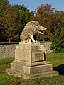 Steinplastik Eber im Lainzer Tiergarten.jpg