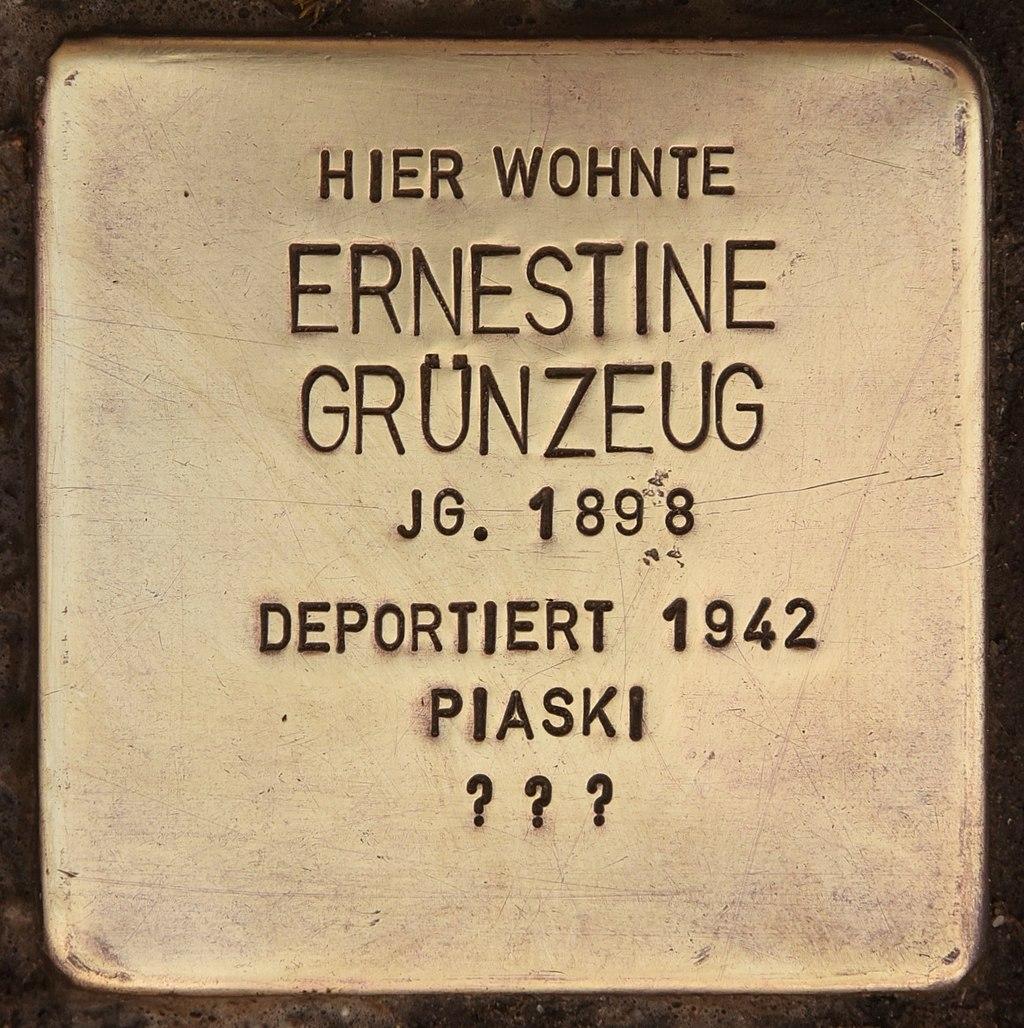 Stolperstein für Ernestine Grünzeug (Senftenberg).jpg